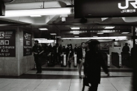 LEICA M4-P + MINOLTA M-ROKKOR 28mm f2.8 + NEOPAN100ACROS Tokyo / Shinjuku Station - 2013/04/06